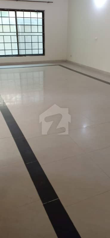 1 Kanal Complete House Is Available For Rent