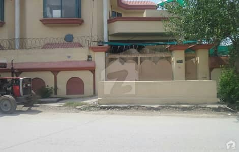 House Is Available For Sale In Lalazar 1