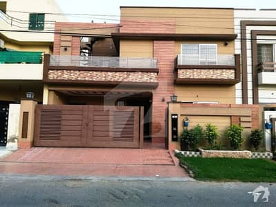 10 Marla Beautiful Double Storey Bungalow For Sale On 80 Feet Road