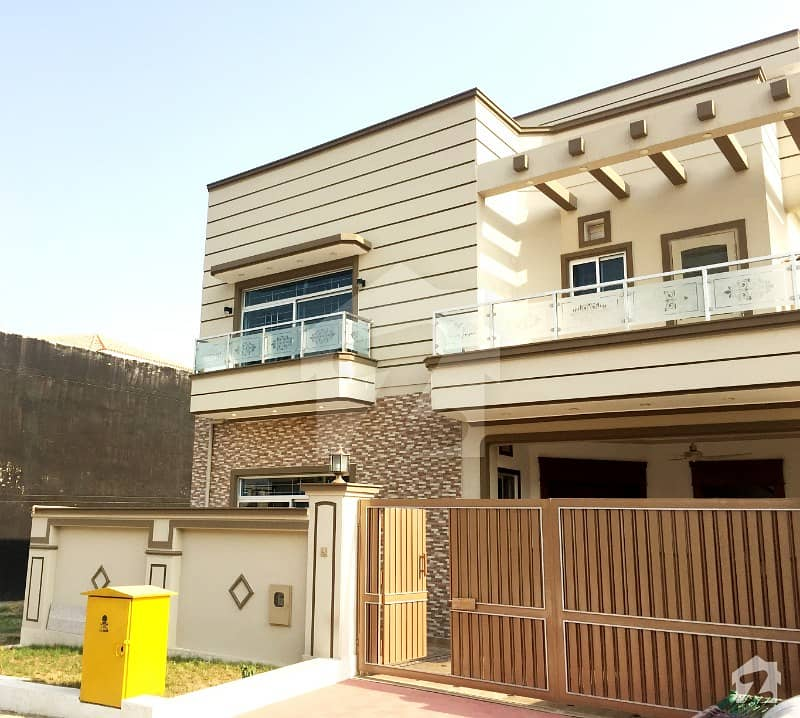 Bahria Town Rawalpindi: Stylish 10 Marla House For Sale In D Block Phase 8 Bahria