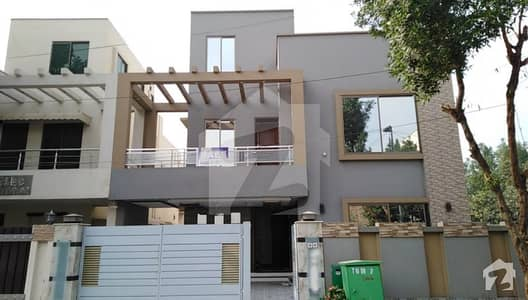 10 Marla Outclass House For Sale In Bahria Town Lahore
