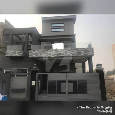 Brand New Ideal Loaction 8 Marla House For Sale