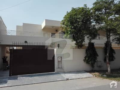 Corner 25 Marla Well Maintained House Cavalry Ground Lahore