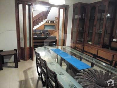 Quaid main road  Upper portion available for rent for commercial use