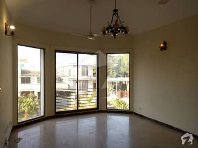 F-11 Nice And Beautiful Location 500 Sq. Yard 3 Bed Rooms Independent Upper Potion For Rent Real Images