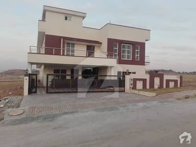 1 Kanal Beautiful House 15 Marla Extra Land In Bahria Town