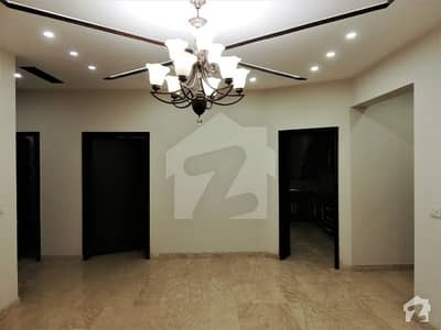 10 Marla House For Sale With 5 Beds Reasonable Deal