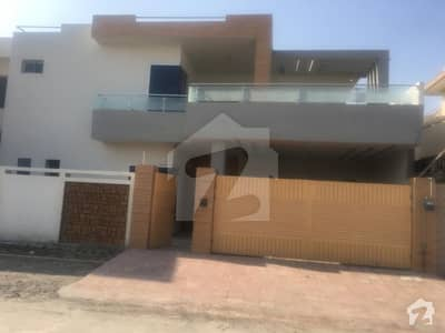 10 Marla Ideal And Beautiful House Is Available For Sale