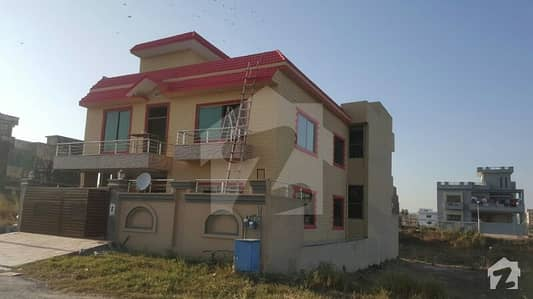 12 marla Triple story House for Sale