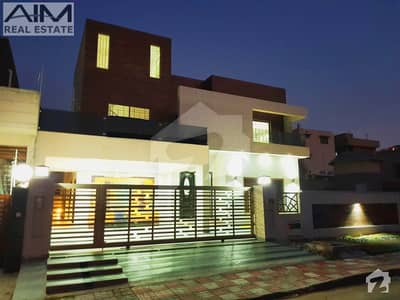 Luxury 1 Kanal Furnished House With Large Lawn