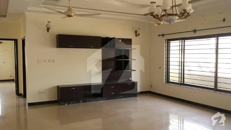 ڈی ایچ اے ڈیفینس فیز 1 ڈی ایچ اے ڈیفینس اسلام آباد میں 3 کمروں کا 12 مرلہ مکان 1.2 لاکھ میں کرایہ پر دستیاب ہے۔