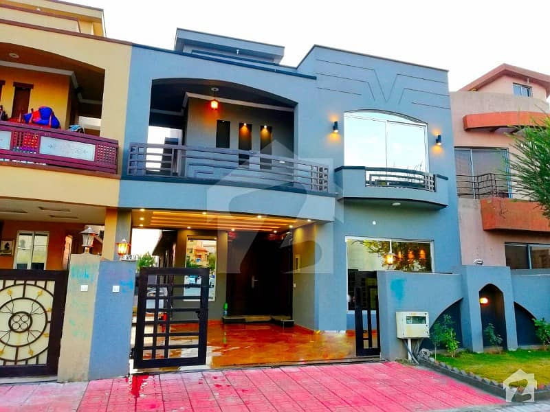 Newly Build 10 Marla House For Sale In Bahria Town