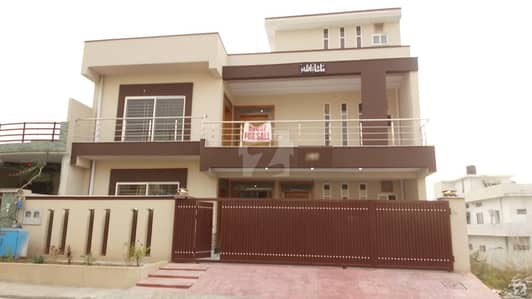 Triple Storey House for Sale In CBR Town Phase 1