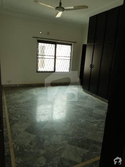 1 Kanal Piece Bungalow For Sale In Nasheman Iqbal Phase 1 Lahore