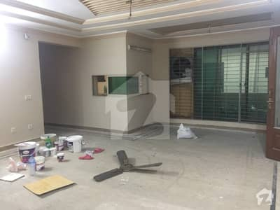 1 Kanal Upper Portion For Rent Near To Emporium Mall