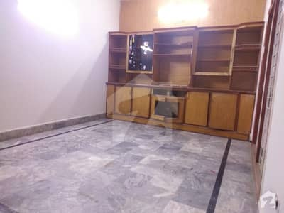 UPPER PORTION AVAILABLE FOR RENT IN KARIM BLOCK