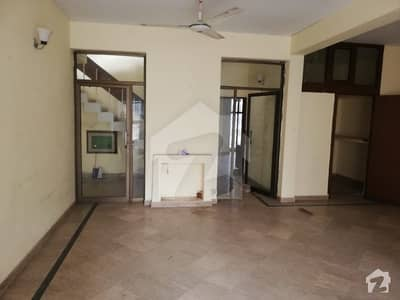 100 percent real picture One kanal full house for rent in cavalry ground proper Double units