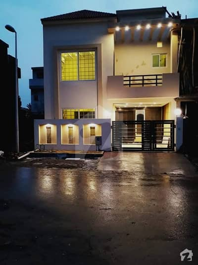 Straight Elevation Stylish 5 Marla Double Unit House In Bahria Town