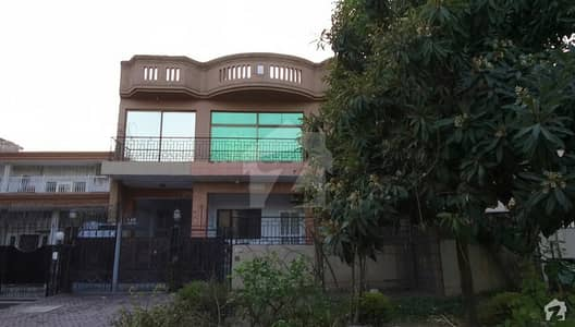 3 Unit House For Sale In G-10/4 Main Double Road