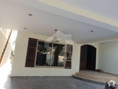 طفیل روڈ کینٹ لاہور میں 3 کمروں کا 14 مرلہ مکان 3.7 کروڑ میں برائے فروخت۔