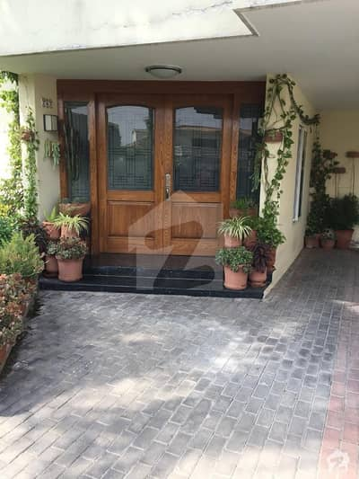61x100 677 Sq Yd House For Sale