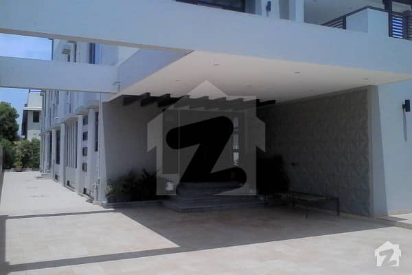 2000 Sq Yard Ultra Modernized Beautifully Stylish Look Like Huge Independent House Lush Green Garden Spacious Car Porch