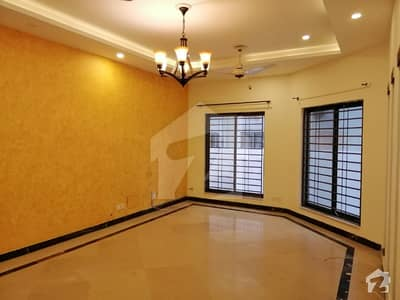 E-11/3 The Best Full House For Executive Family Or Best For Office 8 Bed 3 D/D 3 Tv/l 3 Kitchen