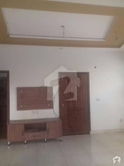 5marla saprat gate indpendit lower portion 1bedroom drawing room t. v. lungs kitchen car parking in gulshan e Lahore
