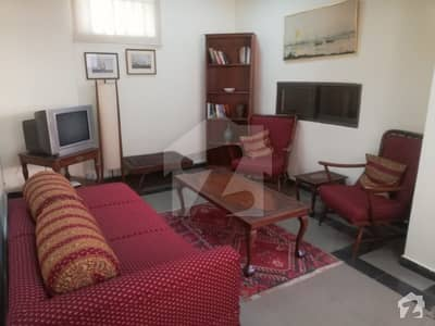 Fully Furnished One Bed Studio With Living Room