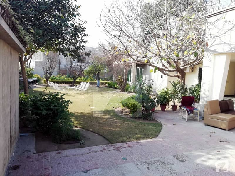 4 Kanal Luxury 05 Bedroom Bungalow For Rent In Sahiwal