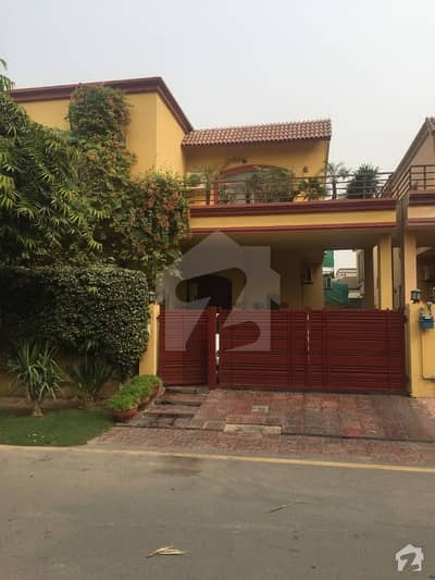 10 Marla Beautiful Villa Available For Rent In Phase 8 Park View