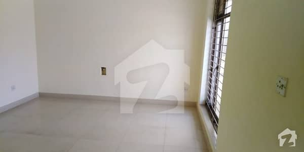 2Kanal Beautiful Royal Place out Class Modern Luxury Upper Portion For Rent in DHA Phase I