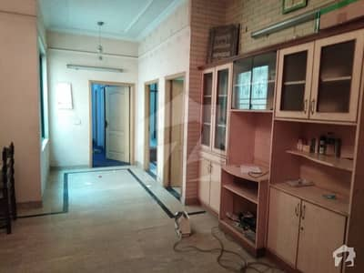 12,MARLA BEAUTIFUL UPPER PORTION IS AVAILABLE FOR RENT IN (F BLOCK) JOHAR TOWN NEAR LDA OFFICE