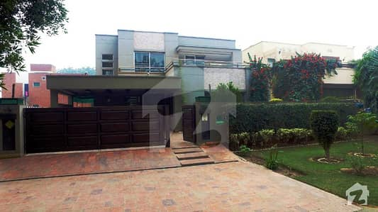 One Kanal Luxury Bungalow Near Park Direct Approach From Main Boulevard