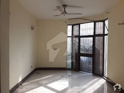 Facing park 5 marla old double story house 3 bes room gated area