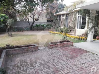 SIAL ESTATE OFFERS 2 KANAL HOUSE IN MODEL TOWN
