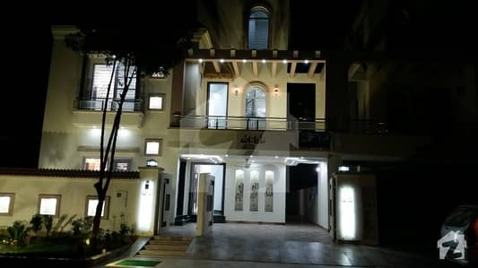 Vip Class Luxury 10 Marla Brand New House  In Bahria Town Lahore