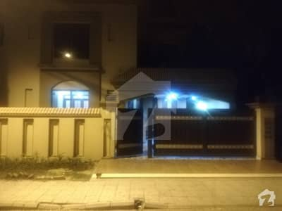 10 Marla Luxury House For Rent In Bahria Town Lahore