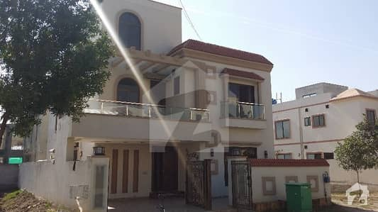 REASONABLE PRICE 10 MARLA BRAND NEW HOUSE FOR SALE IN BAHRIA TOWN LAHORE