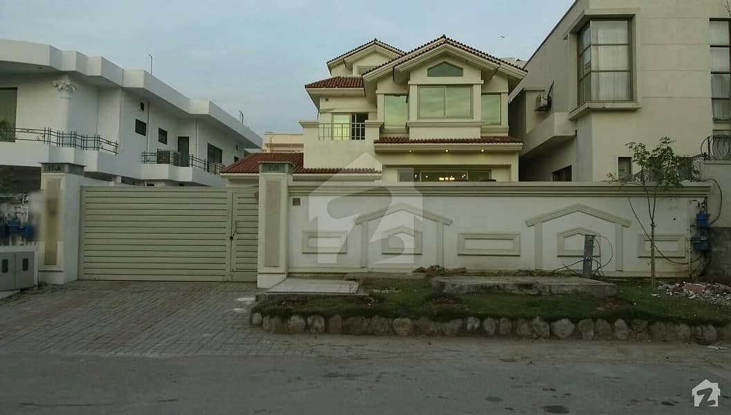 3 Storey House Available For Rent In F84