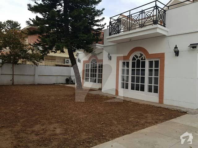 F-8 Beautiful Luxury House 5 Bedroom For Rent