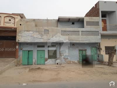 Main Road Near Liaqat Chowk Old House For Sale