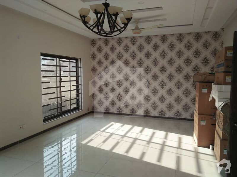Phase 7 - 1 Kanal New House For Sale