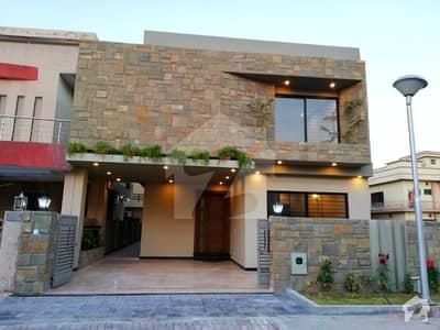 بحریہ ٹاؤن اسلام آباد میں 5 کمروں کا 10 مرلہ مکان 2.5 کروڑ میں برائے فروخت۔