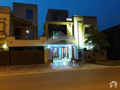 8 marla brand new stylish banglow in bahria town lahore ideal location for 2 family