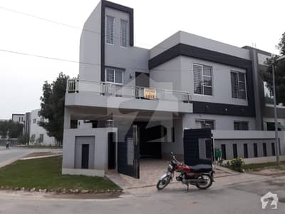 8 marla corner brand new stylish banglow in bahria town lahore