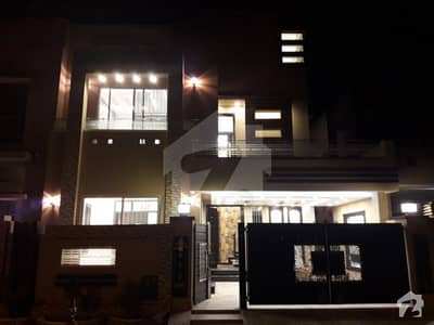 10 marla brand new stylish banglow in bahria town lahore