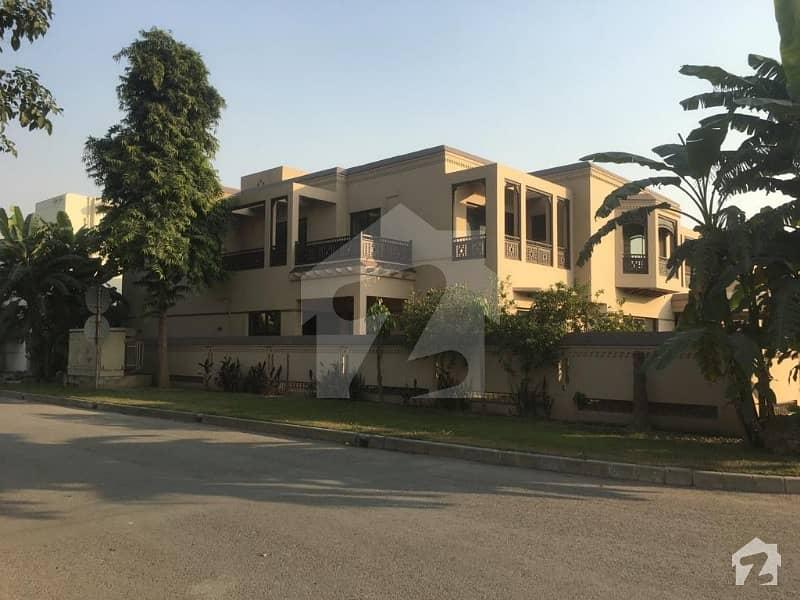 Cantt Estate Offer 32 Marla General Villa Corner Facing Park For Rent In Sarwar Colony Cantt
