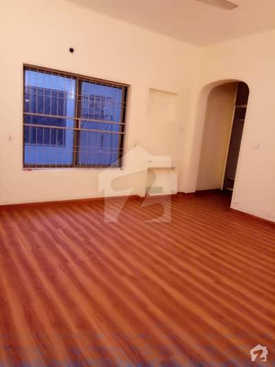 مین بلیوارڈ گلبرگ گلبرگ لاہور میں 3 کمروں کا 1 کنال بالائی پورشن 70 ہزار میں کرایہ پر دستیاب ہے۔