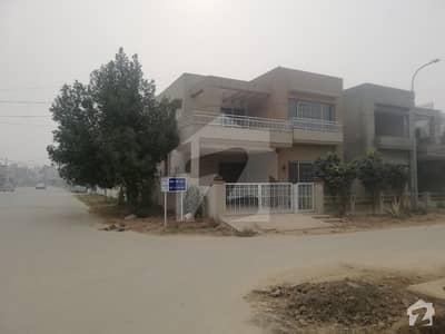 Beautiful House For Sale  And Beautiful Location